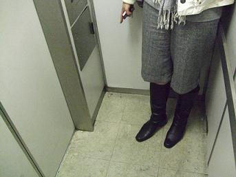 狭い エレベーター お葬式の流れ