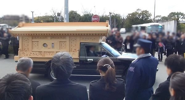 霊柩車 お葬式の流れ